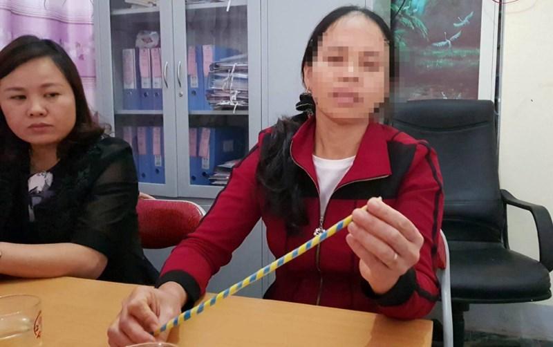 Cô giáo bị phụ huynh tố đánh gãy xương ngón tay của học sinh 2