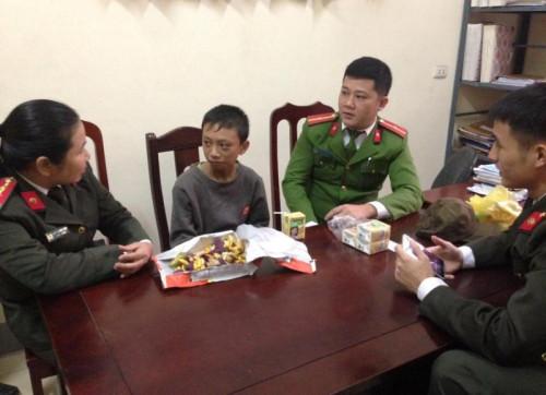 Cậu bé đi lạc 250km ở Thanh Hóa đã được trao trả cho người thân