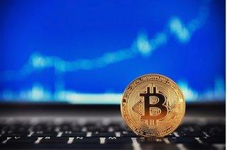 Giá bitcoin hôm nay 3/11: Tỷ giá bitcoin hiện nay tăng vùn vụt vượt 7.000 USD