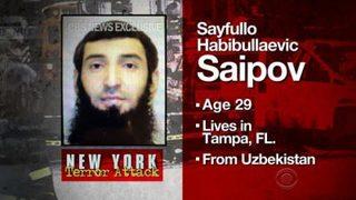 Ông Trump kêu gọi tử hình, kẻ khủng bố bằng xe điên ở New York rầu rĩ ngồi xe lăn tới tòa