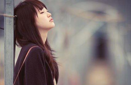 Đừng vì sợ cô đơn mà vội nắm tay một người rồi vội vã lấy chồng2