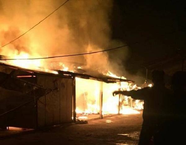 Cháy chợ Thổ Tang lúc rạng sáng, nhiều gian hàng bị thiêu rụi