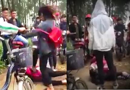 Nhóm nữ sinh ở Nghệ An đánh bạn cùng lớp gục xuống đất