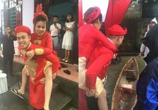 Đám cưới ngày mưa lũ ở Huế: Chú rể cười rạng rỡ, lội nước cõng cô dâu