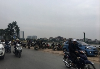 Phát hiện thi thể người đàn ông nổi trên hồ Định Công