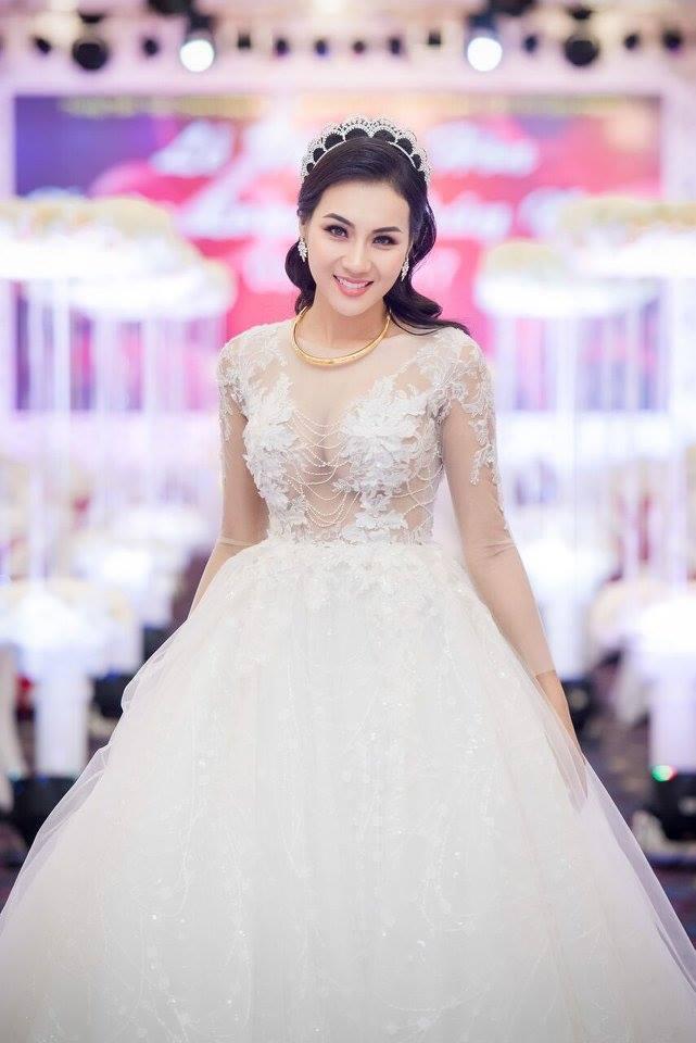Hot girl Tuyệt tình cốc Nga Tây e ấp trong ngày cưới1