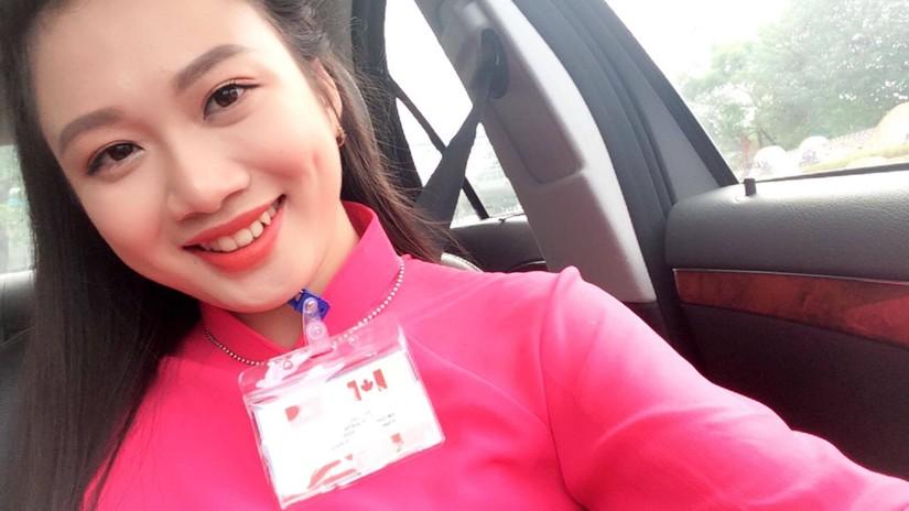 Ngắm nhan sắc xinh đẹp của cô gái tặng hoa Thủ tướng Canada4