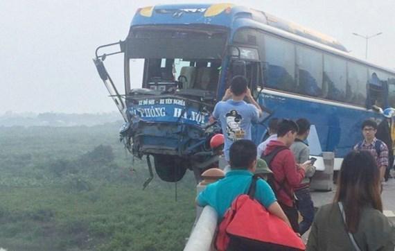 Tai nạn giao thông trên cầu Thanh Trì khiến giao thông ùn tắc