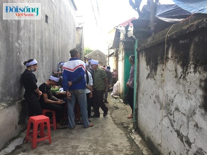 Rất đông người dân đến viếng đám tang người phụ nữ bị sát hại ở Thái Nguyên ở quê nhà