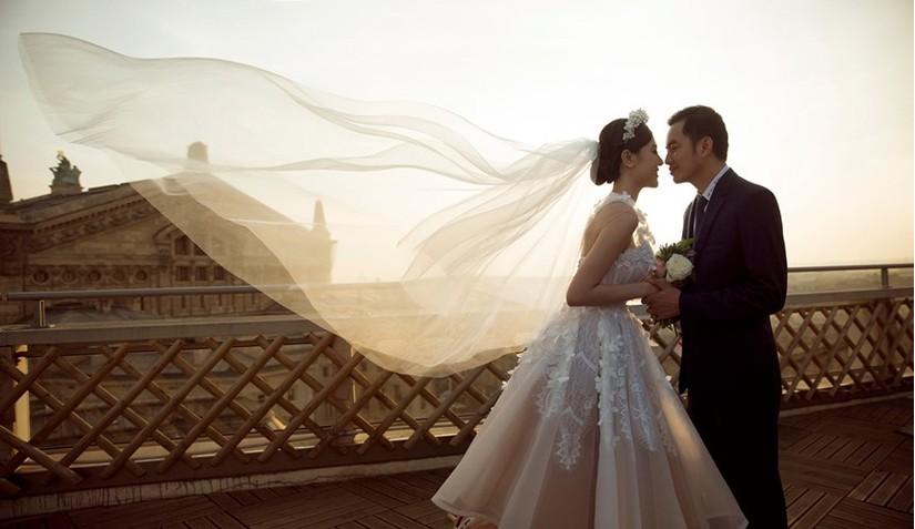 Nữ hoàng sắc đẹp toàn cầu Ngọc Duyên và đại gia bất động sản khoe ảnh cưới lãng mạn tại Pháp 2