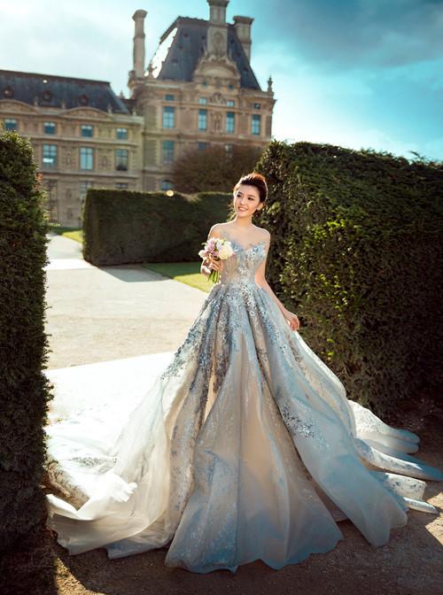 Nữ hoàng sắc đẹp toàn cầu Ngọc Duyên và đại gia bất động sản khoe ảnh cưới lãng mạn tại Pháp 3