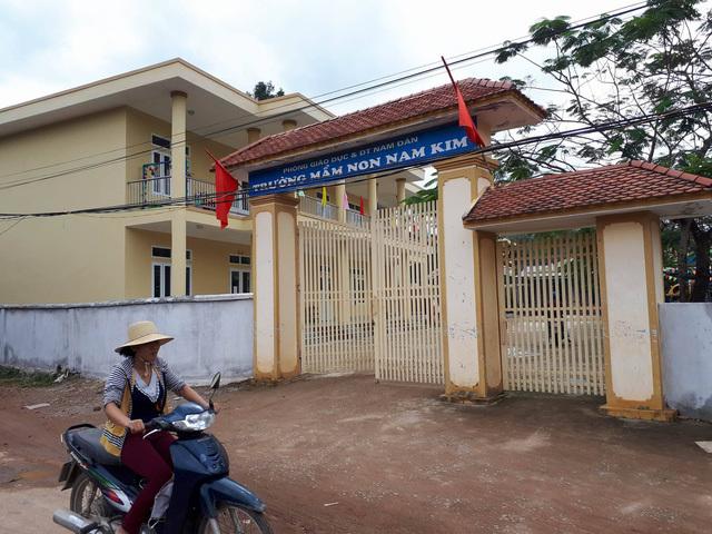 3 học sinh ăn nhầm bột thông cống ở Nghệ An khi đang ở lớp