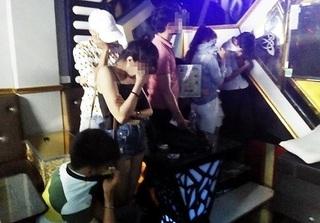 Kiểm tra quán karaoke, phát hiện 7 cô gái sử đang dụng ma túy trong phòng hát