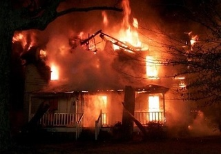 Bắt giữ nam thanh niên đốt nhà, đâm hai người trọng thương
