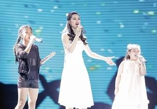 """Đông Nhi bất ngờ thành thí sinh The Voice Kids """"bâng khuâng"""" không biết về đội nào"""