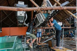 Sài Gòn ngổn ngang sau trận cuồng phong của cơn bão số 14