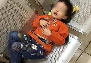 Bé trai 3 tuổi bị bỏ rơi ở Hà Nội, nằm co ro giữa đông lạnh