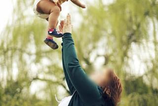 Con 1,5 tháng tuổi chết tức tưởi vì bị bố rung lắc quá mạnh