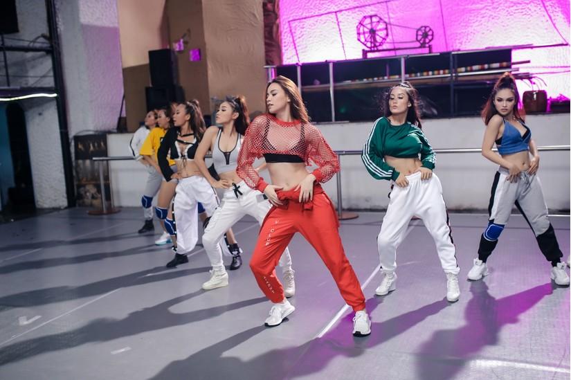 Hồ Ngọc Hà tung MV khoe vũ đạo sôi động đầy sexy