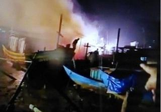 Quảng Bình: 4 tàu cá của ngư dân bị thiêu rụi trong đêm