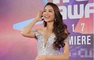 Hoa hậu Phạm Hương đi trễ 30 phút, không kịp đi thảm đỏ MAMA