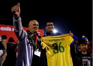 Chia tay V.League, HLV Petrovic ngợi khen các cầu thủ trẻ của CLB HAGL