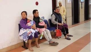 Hà Nội: Cháy chung cư tầng 17, người dân hoảng loạn ôm con cháu bỏ chạy