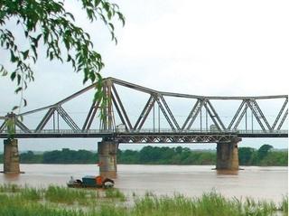 Cơ quan chức năng đã xác định vật thể lạ ở gần trụ cầu Long Biên là bom