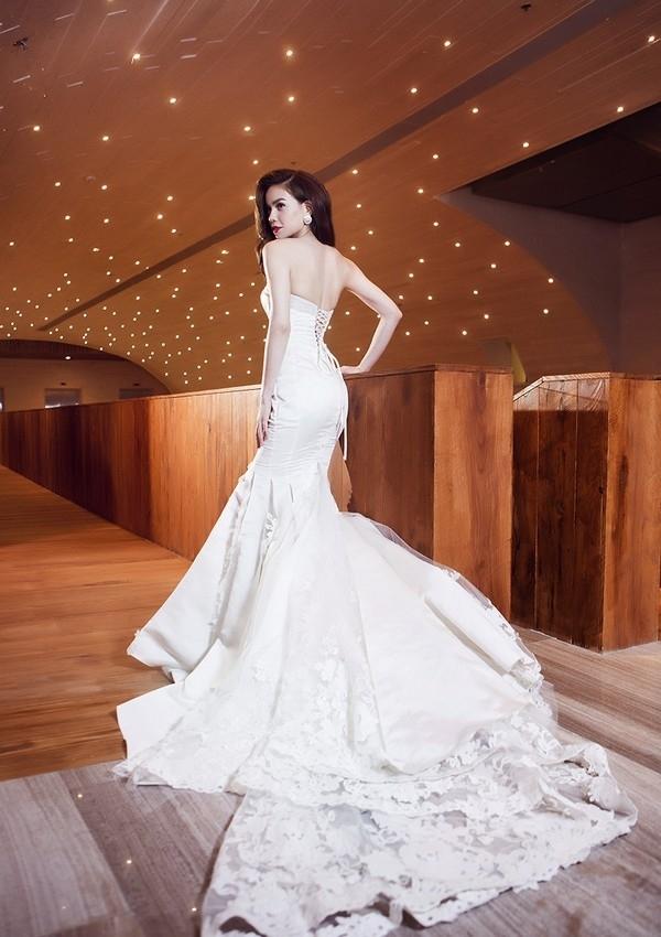 Hồ Ngọc Hà và những lần mặc váy cưới đầy tinh khôi 5