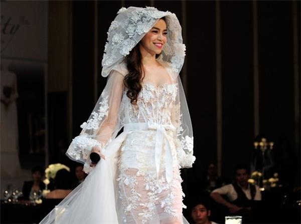 Hồ Ngọc Hà và những lần mặc váy cưới đầy tinh khôi 9