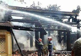 Thái Bình: Đình cổ 300 tuổi bị thiêu rụi