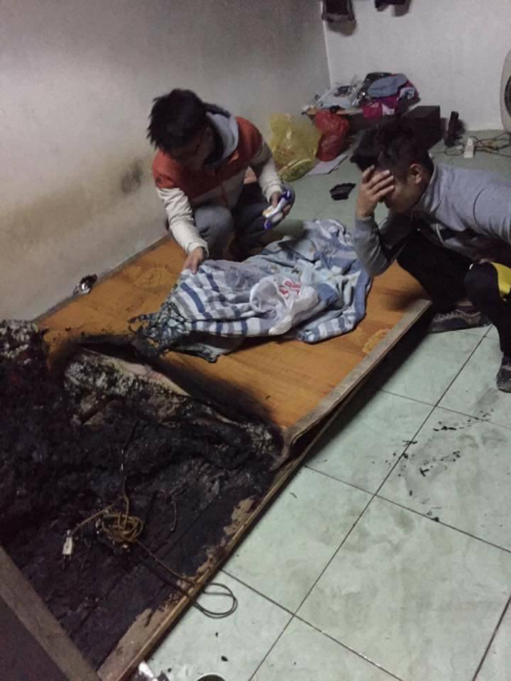 Chàng sinh viên luộc đũa cháy, sạc điện thoại cháy phòng trọ4