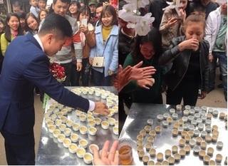 Clip đám cưới ở Lạng Sơn: Muốn đón dâu, nhà trai phải uống hết 100 chén rượu
