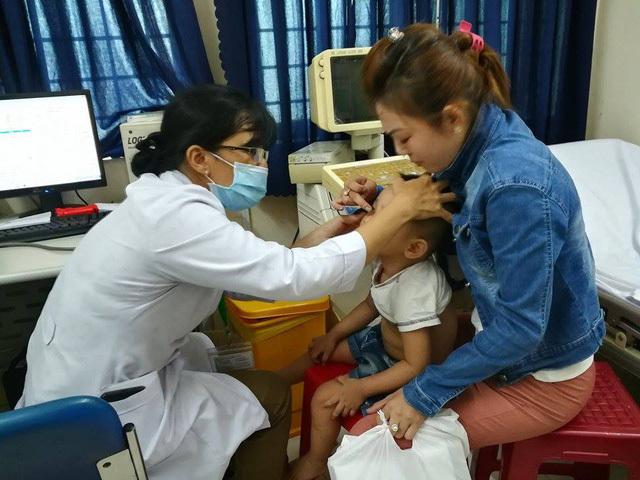 Bạo hành trẻ mầm non ở TP.HCM: Khám sức khỏe cho các cháu bé