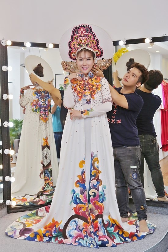 Phi Thanh Vân bất ngờ sang Mỹ thi hoa hậu
