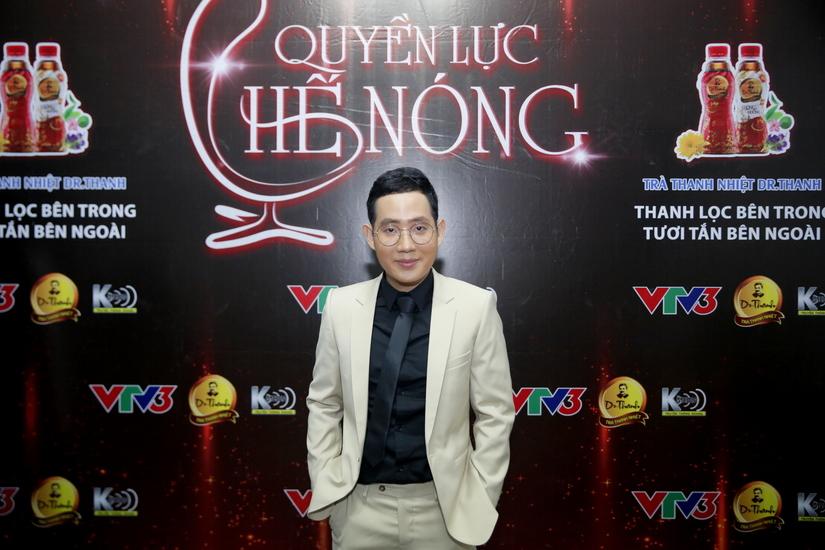 Cô gái tỷ đô Trần Uyên Phương lần đầu khoe giọng hát 8
