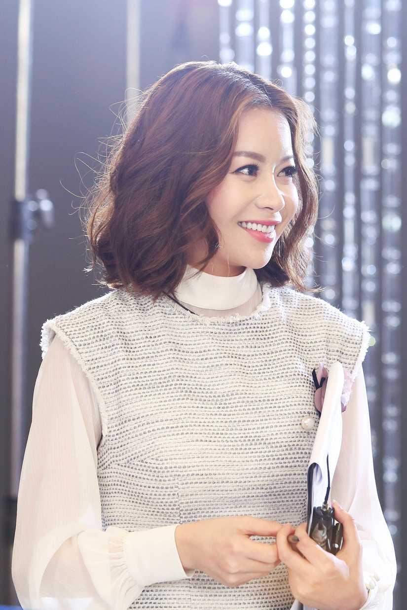 Hé lộ hình ảnh thí sinh Hoa hậu Hoàn vũ Việt Nam quay quảng bá cho đêm chung kết 2