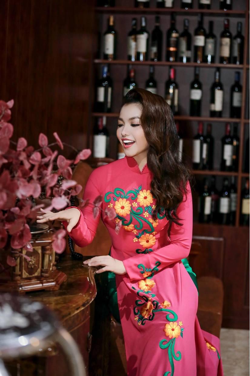 Nàng Hơn Hồng Kim Hạnh diện áo dài khoe vẻ đẹp ngọt ngào 4