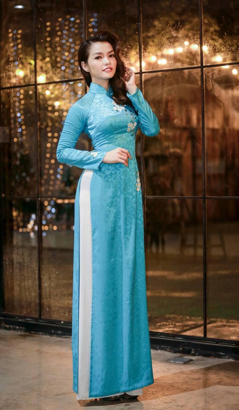 Nàng Hơn Hồng Kim Hạnh diện áo dài khoe vẻ đẹp ngọt ngào 7