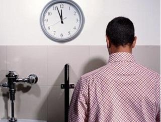 Đi tiểu đêm nhiều lần, bác sĩ cảnh báo nguy cơ ung thư bàng quang