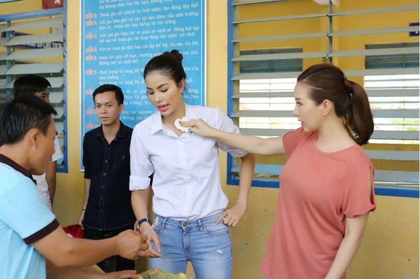 Thu Hoài bóng gió nói Hoa hậu Phạm Hương và fan mất dạy? 8