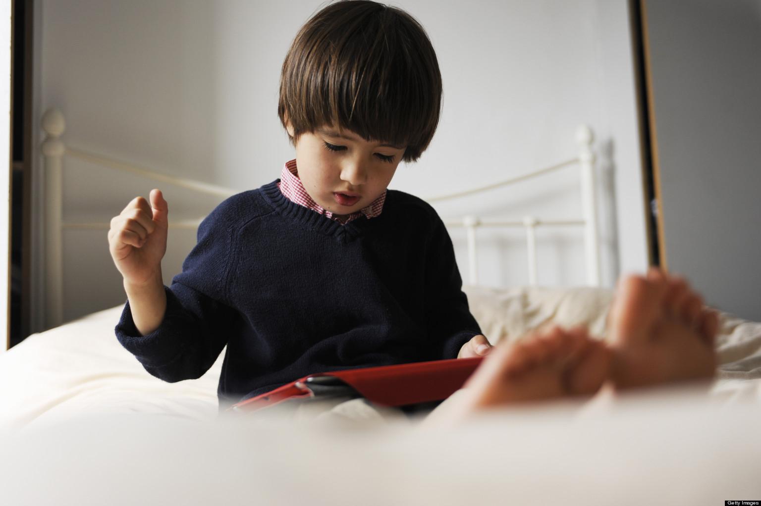 sai lầm của cha mẹ khiến con ngày càng táo bón