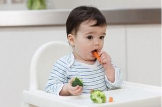 Những thực phẩm mẹ cho bé ăn để chữa táo bón cực nhanh