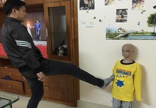 Vụ bé trai 10 tuổi bị bố và mẹ kế bạo hành: Yêu cầu phải xử lý nghiêm
