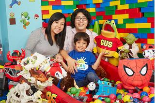 Bé trai 6 tuổi kiếm 11 triệu USD mỗi năm, cả thế giới kinh ngạc