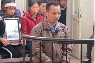 Vợ và con 8 tháng bị đánh, chồng rút dao đâm chết 2 người