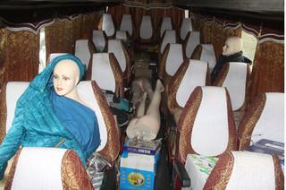 Hi hữu: Dùng ma nơ canh giả người trên xe để vận chuyển hàng lậu
