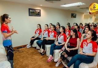 Thí sinh Hoa khôi sinh viên đẹp rạng ngời chuẩn bị cho đêm chung kết