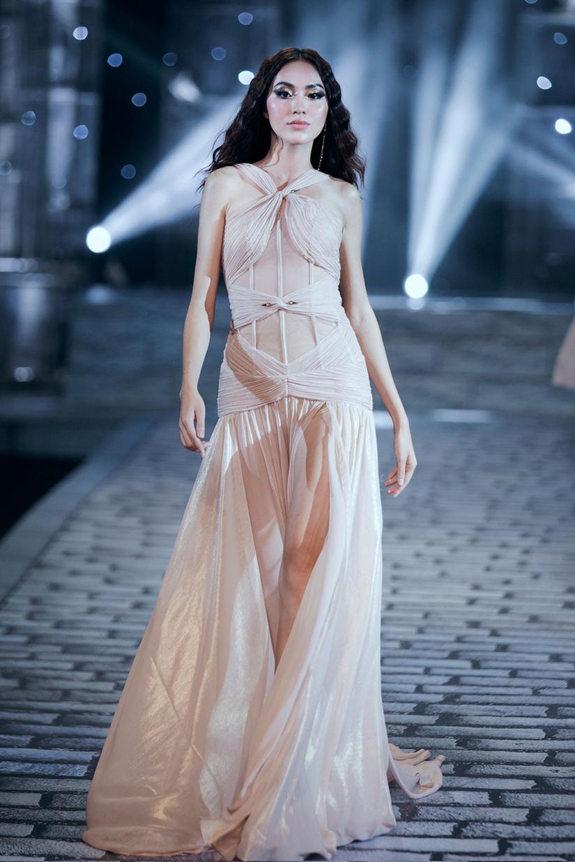 Những nữ thần quyến rũ của Nhà thiết kế Chung Thanh Phong trong show Shes A Goddess 17