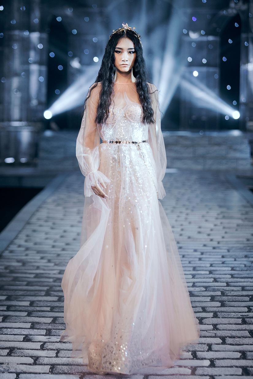 Những nữ thần quyến rũ của Nhà thiết kế Chung Thanh Phong trong show Shes A Goddess 16
